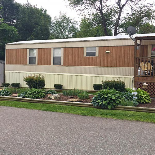 Cedar Hill Village offers lots for owner-owned mobile homes.